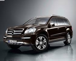 Компания Mercedes обновляет свой флагманский кроссовер